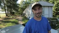 """Steven Ray Tickle är Moonshiners-stjärnan från Appalachernas skogstrakter i USA som gjort sig känd över hela världen när han tillsammans med sina vänner traditionsenligt producerar hembränt som del av en olaglig mångmiljonindustri. Nu bjuder han tittarna på en egen serie - spinoffen """"Moonshiners' Tickle"""" - som har premiär onsdagen den 16 april, klockan 21.00, på Discovery Channel."""