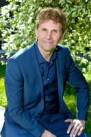Programledare för nationaldagsfirandet i SVT är Micke Leijnegard.