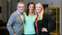 Leif Landin, Johanna Vackdahl och Lotta Löfgren laddar för att sända från Stortorget på fredag. Foto: Jan Mårdberg/Sveriges Radio