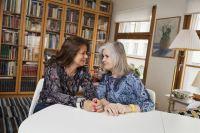 Katarina Hahr möter Anita Wall. Foto: Mattias Ahlm/Sveriges Radio