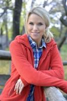 Sofia Rågenklint är programledare för Auktionssommar. Foto:Carl-Johan Söder/SVT