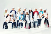 I bild, övre raden från vänster: Carl, Max, Ellen, Edvin, Una, Axel, Ossian, Gabriella. Undre raden från vänster: Donya, Elin, Mattis och Alica. Foto: Eric Josjö/TV4