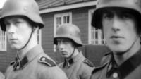 Året är 1941 och Hitler öppnar en ny front i kriget. Icke-angreppspakten med Sovjetunionen bryts. Kommunismen ska krossas och det gäller också i Skandinavien. Danmark, Sverige och Norge utsätts för en enorm press av tyskarna. Foto: DR/UR