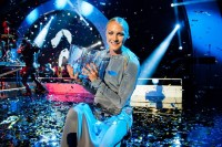 Sarah Sjöström tar emot Radiosportens Jerringpris 2015. Foto: Alexander Donka/Sveriges Radio