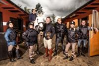 """Maxida Märak, Anna Book, Dogge Doggelito (till häst), Rickard Olsson, Robin """"Mos"""" Andersson, Ellen Bergström och Dermot Clemenger. Foto:  Janne Danielsson /SVT"""