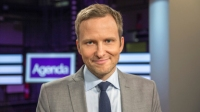 Programledare Anders Holmberg. Foto: SVT