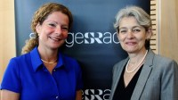 Cilla Benkö, vd Sveriges Radio och Irina Bokova, generaldirektör Unesco Foto: Cecilia Djurberg/Sveriges Radio