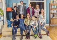 Bakre raden: Petra Mede, Niklas Engdahl, Fredrik Hallgren och Ida Engvoll. Nedre raden: Jakob Lundqvist, Erik Johansson, Vera Vitali, Frank Dorsin och Amanda Lindh. Foto: Ulrika Malm /SVT