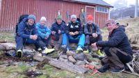 «Gutta på tur» i Finnmark: Vegard Ulvang (f.v.), guide Joakim Elvenes, Arne Hjeltnes, Aksel Lund Svindal, Bjørn Dæhlie og Arne Brimi. Foto: Dag Vidar Hopøy/Parkas Production/TV 2