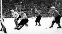 """SM-final mellan Örebro och Bollnäs 1951, med Gösta """"Snoddas"""" Nordgren som en av spelarna. Foto: Tore Ekholm/SVT."""