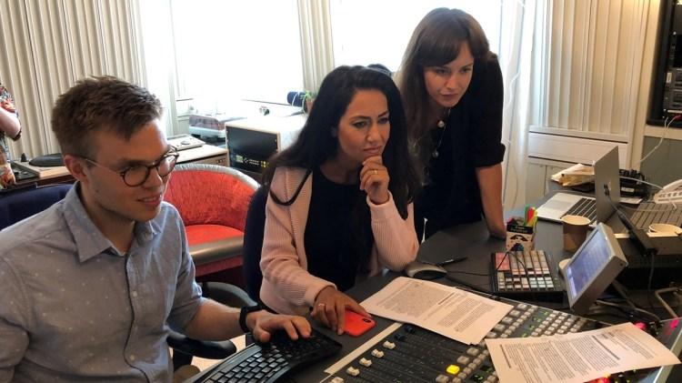 Teknikern Johan Egeskog, Mouna Esmaeilzadeh och producenten Hannah Engberg.