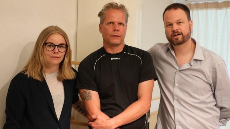 Teknikern Lisa Abrahamsson, Kaj Linna och producenten Anton Berg.