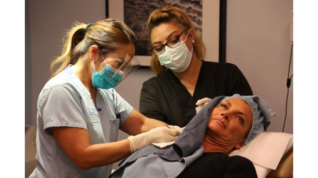 Dr. Lee opererar Sandra Hampton. Foto: Discovery Communications