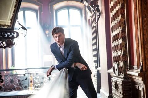 Dirigenten med Adam Pålsson, Foto: Bonnier Broadcasting / Black Spark Film& TV AB