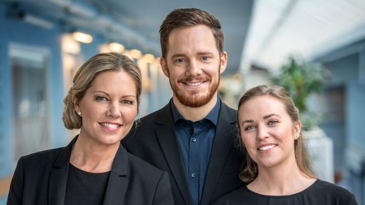 Teckenspråkstolkarna Madelene Råå, Robert Ingvarsson och Elise von Weisz Foto: SVT/Anders Strömquist
