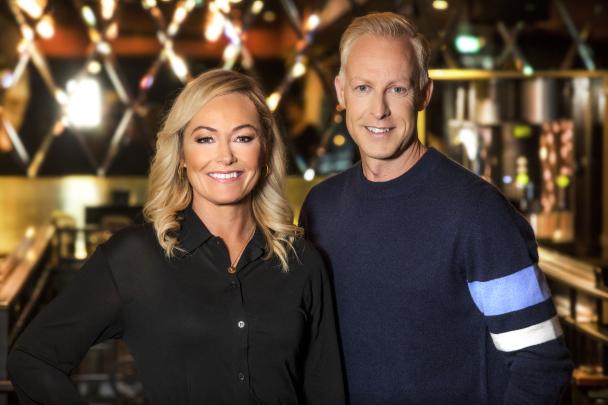 Programledarna Yvette Hermundstad och André Pops. Foto: Janne Danielsson /SVT