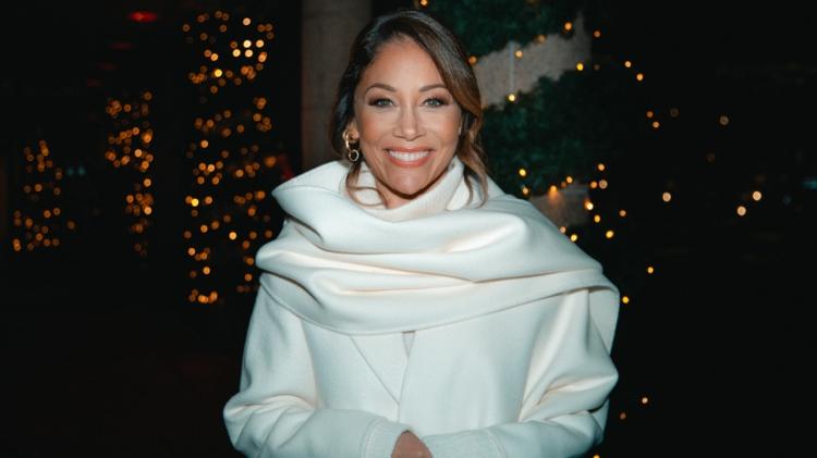 Julafton närmar sig med stormsteg och på TV4 blir det en fullmatad dag där Tilde de Paula Eby gör tittarna sällskap från morgon till kväll. Julaftonens höjdpunkt blir den stjärnspäckade julkonserten Late Night Christmas där bland andra Carola, Jill Johnson och Måns Zelmerlöw medverkar. Dagarna innan och efter julafton bjuder TV4 dessutom på ett brett utbud med fokus på julförberedelser och summeringar av året som gått.  - Jag har återigen fått det ärofyllda uppdraget att vara julvärd på TV4 och i år känns det viktigare än någonsin. I år är vi många som inte får fira jul som vi brukar – som inte får vara med de vi älskar. Det har varit ett svårt år och det blir en annorlunda jul. Att få vara sällskap, för de som vill det, på julafton ser jag som det finaste, säger Tilde de Paula Eby.  Julen i TV4 tjuvstartar med Mandelmanns jul, där Gustav och Marie Mandelmann bjuder in julen till Djupadal med hjälp av både gamla och nya traditioner. Ernst Kirchsteiger avslutar årets julförberedelser i Jul med Ernst på äkta Ernst-vis med matlagning, pynt och personliga anekdoter. Dagen innan julafton drar Lotta Engberg och Stefan Odelberg igång Uppesittarkvällen i TV4. Musikscenen gästas bland annat av Arvingarna, Dotter och Anders Ekborg. Kvällen är dessutom kryddad med ett extra bingospel och ett härligt gäng i Rimstugan.  På självaste julafton guidar Tilde de Paula Eby tittarna under hela dagen. Under julaftonskvällen sänds den stjärnspäckade julkonserten Late Night Christmas där bland andra Carola, Jill Johnson, Måns Zelmerlöw, Sanna Nielsen, The Mamas och David Lindgren gästar Cirkus och programledare Tilde de Paula Eby för att bidra till ännu mer julkänsla ute i stugorna.  - Vi har inte kunnat gå på julkonserter, vi har inte kunnat njuta av luciatåg, vi har inte fått vara i kyrkan för julnattsmässa eller julottan. Därför känns det särskilt bra att avsluta julafton tillsammans med Sveriges artistelit och bjuda på en varm och underhållande julkonsert med sång, dans, barnkör och a
